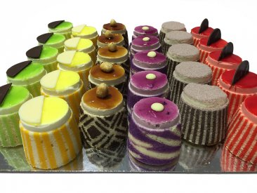 COCKTAIL GATEAUX Boxed 25  (click MORE DETAILS to choose your flavours)